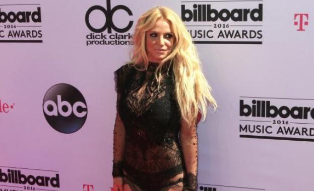 Певицата Бритни Спиърс шокира обществеността, когато публикува снимка, на която