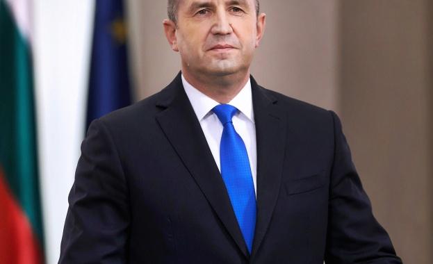 Президентът Румен Радев удостои български училища с отличия по повод 24 май