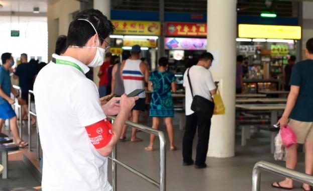 Сингапур забрани да се говори по телефона в обществения транспорт.