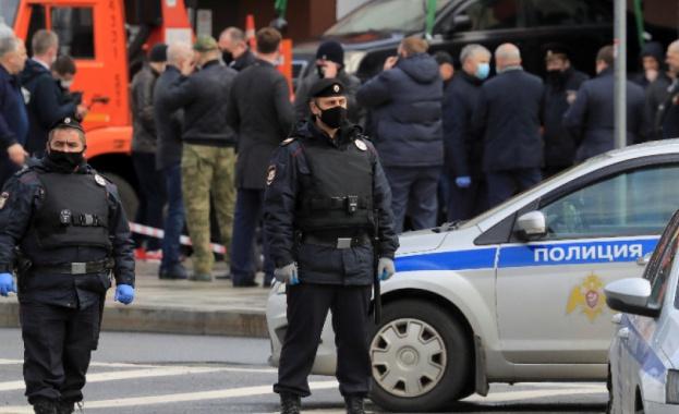 Полицията задържа нападател, който взе този следобед заложници в банков