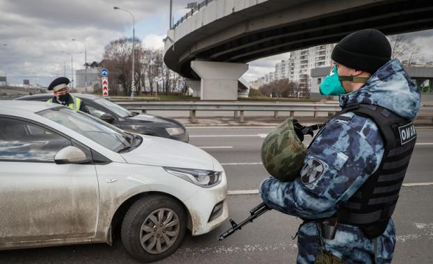 Спецчасти атакуваха похитител, взел заложници в банка в центъра на Москва (видео)