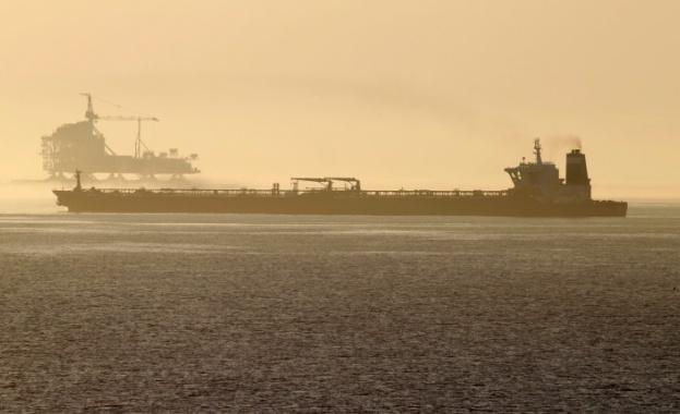 Втори танкер от Иран, превозващ бензин, успешно стигна до Венецуела,
