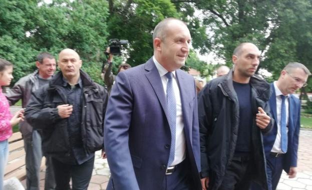 Президентът Румен Радев пристигна на посещение в град Садово. Държавният