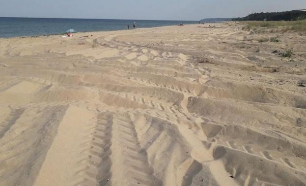 Джип отвя дюните в Крайморие и заседна в морето