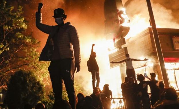 Арестуваха екип на CNN, отразявал протестите за убития тъмнокож в