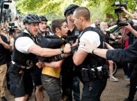Масови бунтове и извънредно положение в САЩ след полицейско насилие