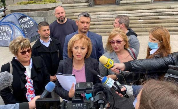 Г-н Борисов, отново сме под прозорците ви - подаряваме ви