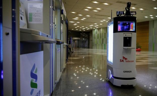 Робот, който се движи сам и е снабден с камери