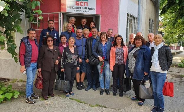 Корнелия Нинова обсъди с общинския съвет на БСП в Казанлък