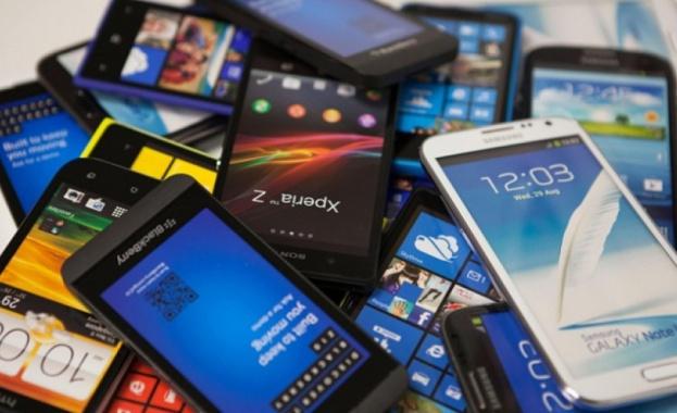 Глобалните продажби на смартфони отбелязаха рекорден исторически спад през първото