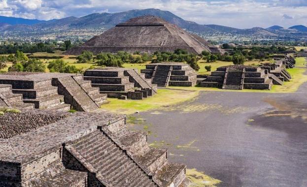 Учени от Националния институт по антропология и история на Мексико