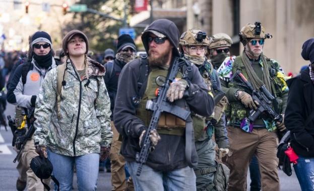Продажбите на огнестрелно оръжие в САЩ отбелязаха стремително увеличение през
