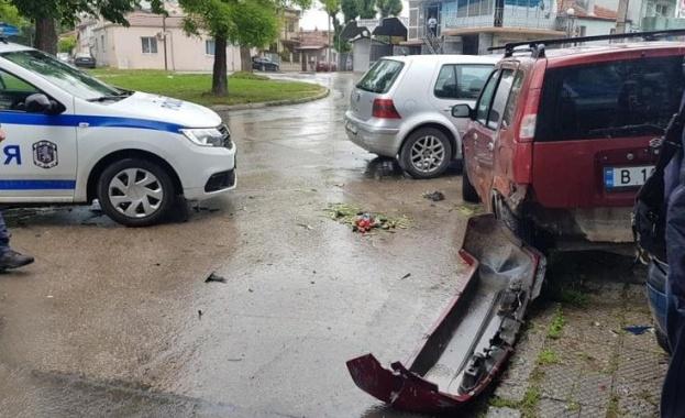 Шофьорът, блъснал пешеходец и няколко автомобила във Варна вчера, е