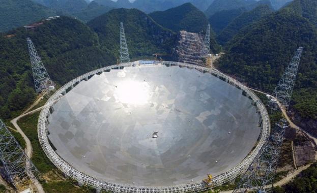 Китай ще търси извънземни с най-големия телескоп в света