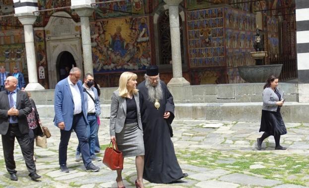 Аврамова: Ще укрепим свлачището край Рилския манастир