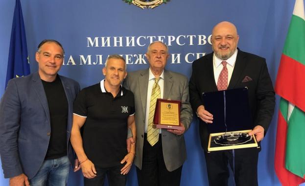 Министърът на младежта и спорта Красен Кралев награди с почетен