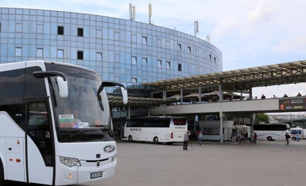 Превозвачите в туризма настояват за среща с премиера, съобщава БНР.