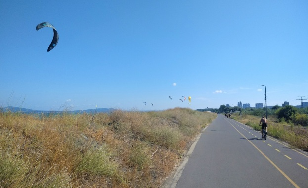 Община Бургас започна изграждане на видеонаблюдение по алеята от Моста