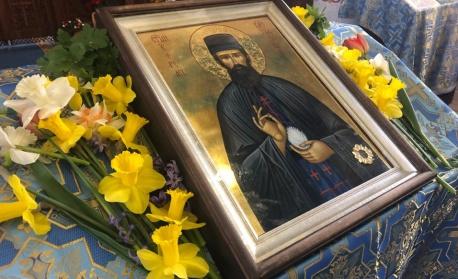 Иконата с чудотворните мощи на св. Ефрем Нови идва в Айтос за ден