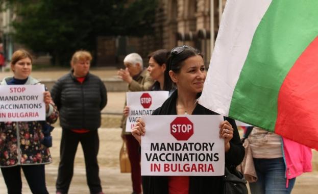 Протест срещу задължителната ваксинация в центъра на столицата. Недоволството им