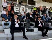 Министър Кралев изгледа на живо първия мач от футболното първенство
