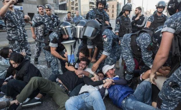 Антиправителствени демонстранти събраха днес в центъра на ливанската столица в
