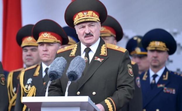 Лукашенко депортира от Минск украински и руски журналисти