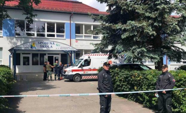 Учител загина при атака с нож в основно училище в