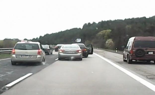 АКЦИЯ НА КАТ: Следят за коли в аварийната лента по магистралите