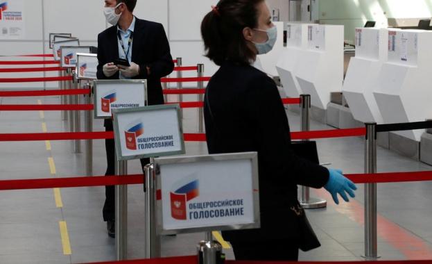 """Проблеми с гласуването още в първия ден на плебисцита, """"зануляващ"""" мандатите на Путин"""