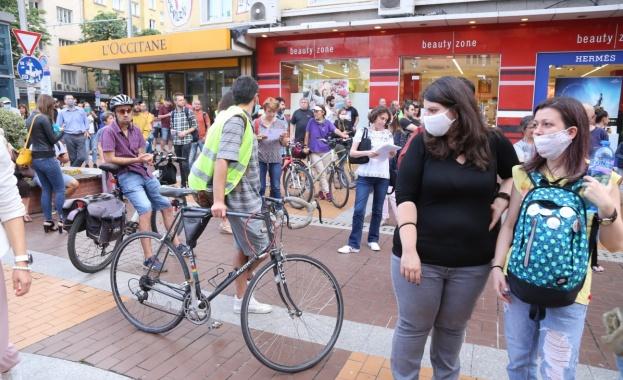 """Със скандирания """"Искаме природа, не искаме бетон"""" и """"Оставка"""" граждани"""