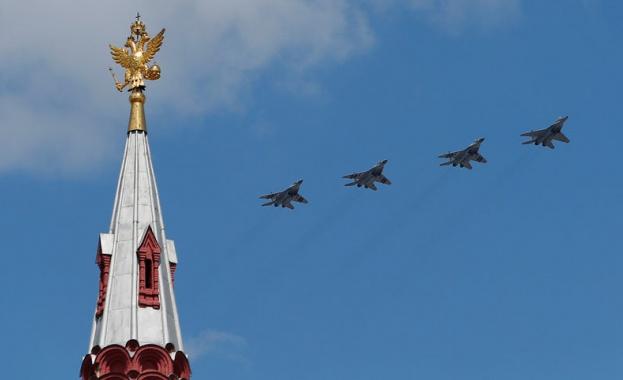 """Русия е провела експеримент с """"рояк"""" от изтребители"""
