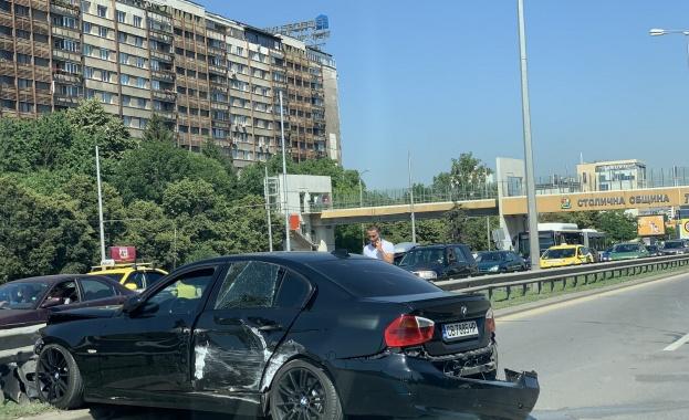 "Автобус и кола се удариха на ""Цариградско шосе"", блокираха движението"