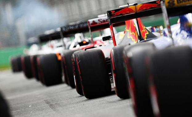 Шампионите при конструкторите във Формула 1 Мерцедес ще използват черни