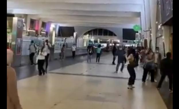 Спецчастите евакуираха мол в Париж