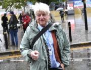 Бащата на Борис Джонсън наруши правилата и влезе в Гърция през България