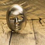 Индиец  си поръча златна маска, за да се пази от коронавирус