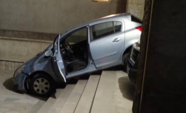 Куриозният инцидент стана към 23.20 ч. снощи Лек автомобил