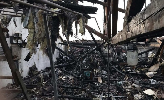 Пожар изпепели част от покрива на Операта в Русе. Пламъците