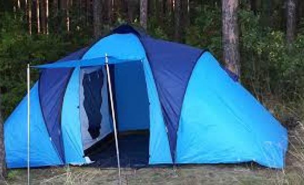 Дърво падна върху палатка и уби 29-годишна чешка туристка. Ранен