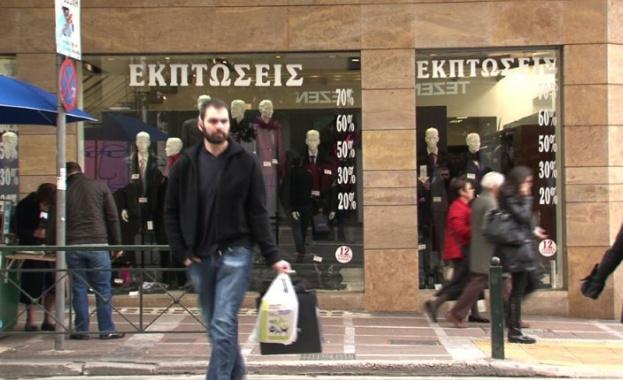 Посетителите на търговските центрове в Гърция вече не са длъжни