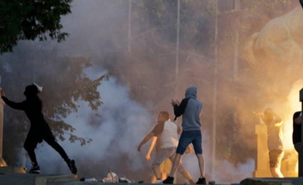 Втора вечер на размирици пред парламента на Сърбия. Демонстрантите, недоволни
