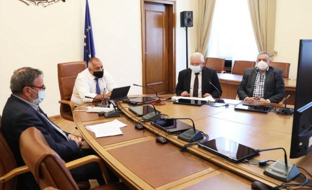 На видеоконферентна среща между министър-председателя Бойко Борисов, Националния оперативен щаб