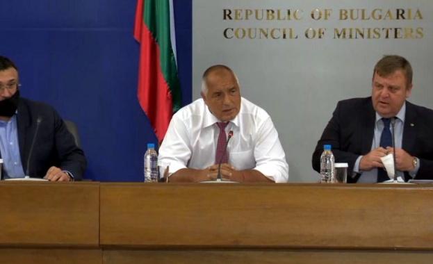 На брифинг с министрите Младен Маринов, Росен Желязков и Красимир