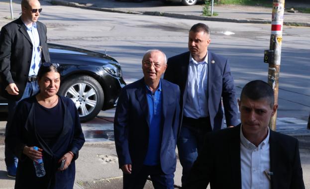 Делян Пеевски и Ахмед Доган се отказват от държавната охрана
