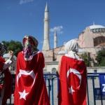 Гърци палят турското знаме, руснаци бойкотират турския туризъм
