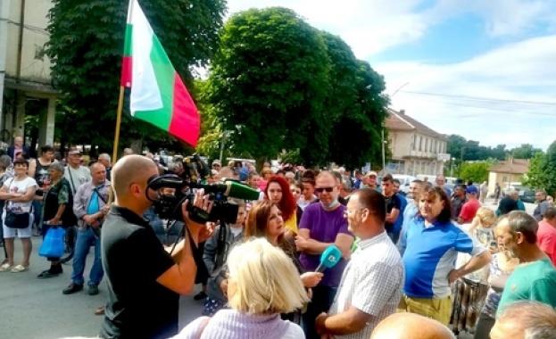 Жителите на павликенското село Караисен излязоха на протест тази сутрин,