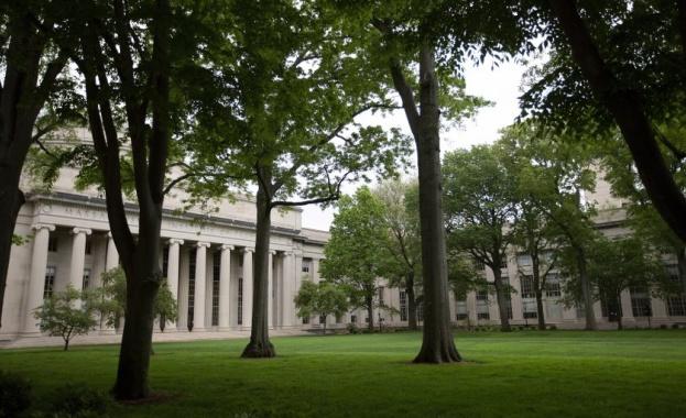 Американски съд в Бостън днес разглежда искане на Харвардския университет