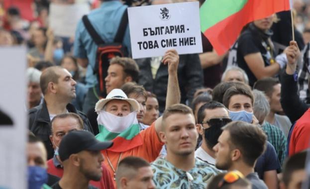 По време на протестите вървят подписки, които събират лични данни