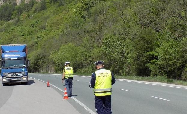 Тежкотоварен камион катастрофира на автомагистрала